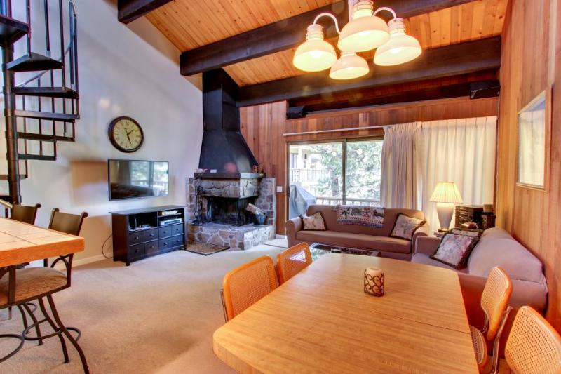 Centrally located close to the lake and skiing! - Image 1 - Kings Beach - rentals