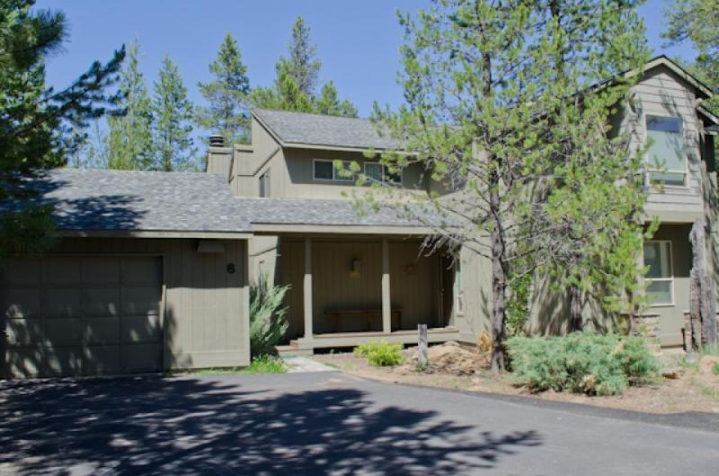 Family-friendly home with SHARC passes, near Mt. Bachelor! - Image 1 - Sunriver - rentals