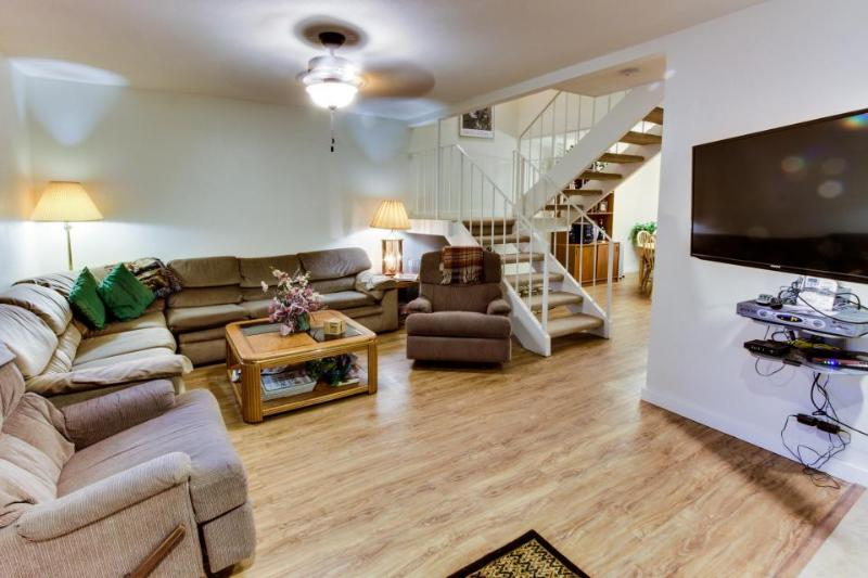 Townhome 1 block from Lake w/shared pools & hot tubs! - Image 1 - Tahoe City - rentals