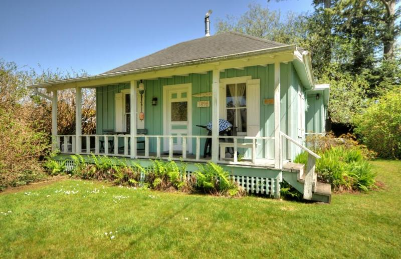 Unique, pet-friendly beach home blocks from the surf! - Image 1 - Seaview - rentals