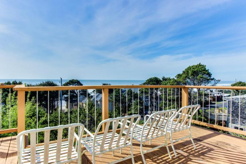 Oceanside home with views from every window, path to beach! - Image 1 - Lincoln Beach - rentals