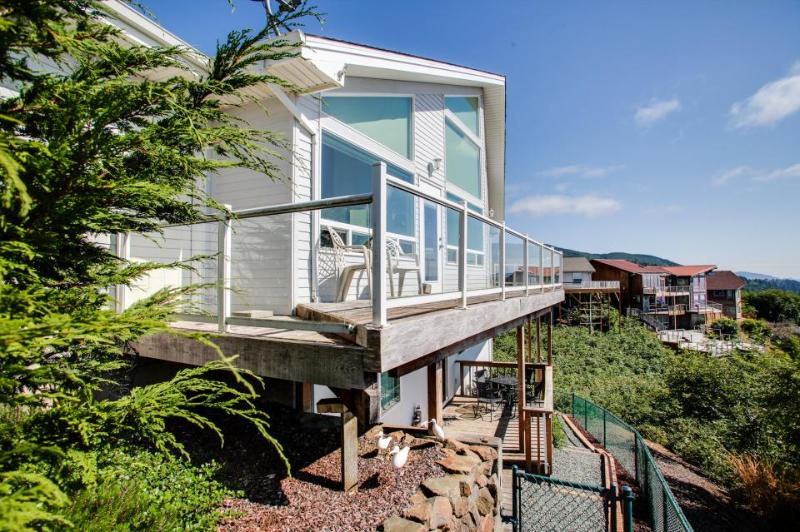 Home with beautiful views, close to beach; a jetted tub. - Image 1 - Rockaway Beach - rentals
