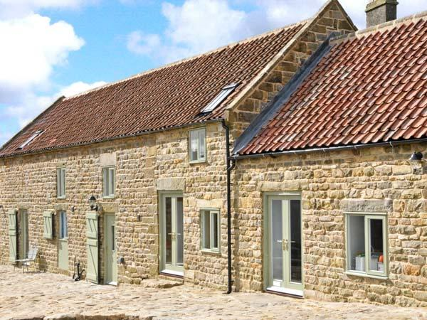 THE LONG BARN, en-suite facilities, two woodburners, beautiful views, near Goathland, Ref 22014 - Image 1 - Goathland - rentals