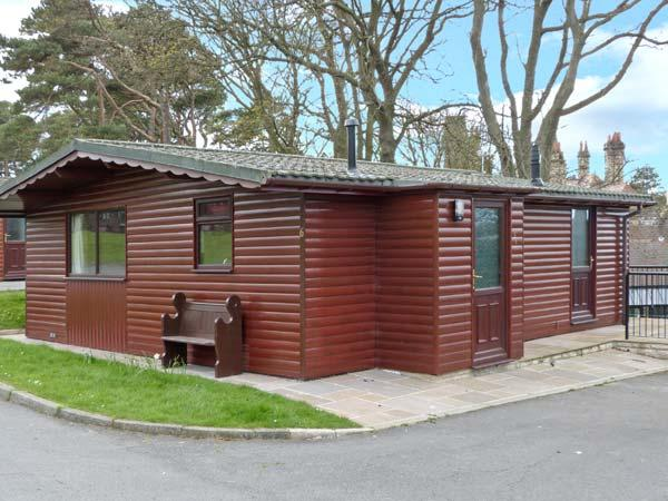 BLUEBELL LODGE, all ground floor, in grounds of hotel in Saltburn Ref 24296 - Image 1 - Saltburn-by-the-Sea - rentals