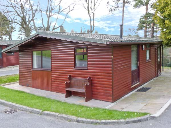 VIOLET LODGE, detached lodge in grounds of hotel, romantic retreat in Saltburn Ref 24297 - Image 1 - Saltburn-by-the-Sea - rentals