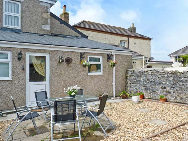TIN MINE COTTAGE, character cottage withwoodburner, close amenities, Heartlands park, beaches in Camborne Ref 9676 - Image 1 - Camborne - rentals