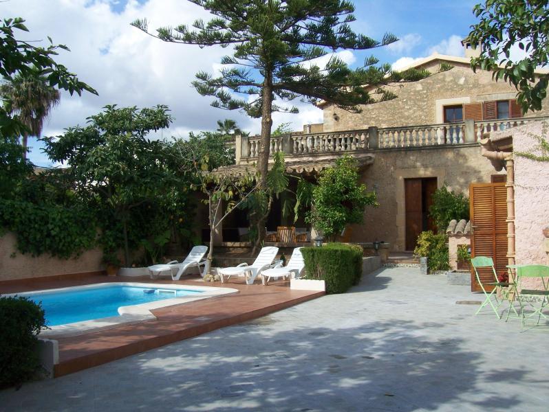 casa con jardin y barbacoa en palma - Image 1 - Palma de Mallorca - rentals