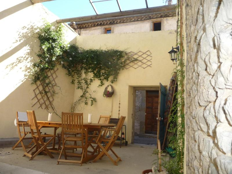 La Maison d'Etre, village house for family groups - Image 1 - Laure-Minervois - rentals