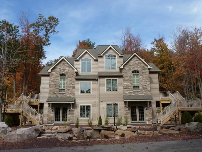 473 Laurelwoods~At Big Boulder Lake & Ski Area - Image 1 - Lake Harmony - rentals