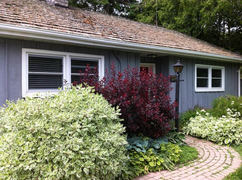 Welcome to Goodwin Cottage - Goodwin Cottage, cozy 2 bedroom cottage with firep - Niagara-on-the-Lake - rentals