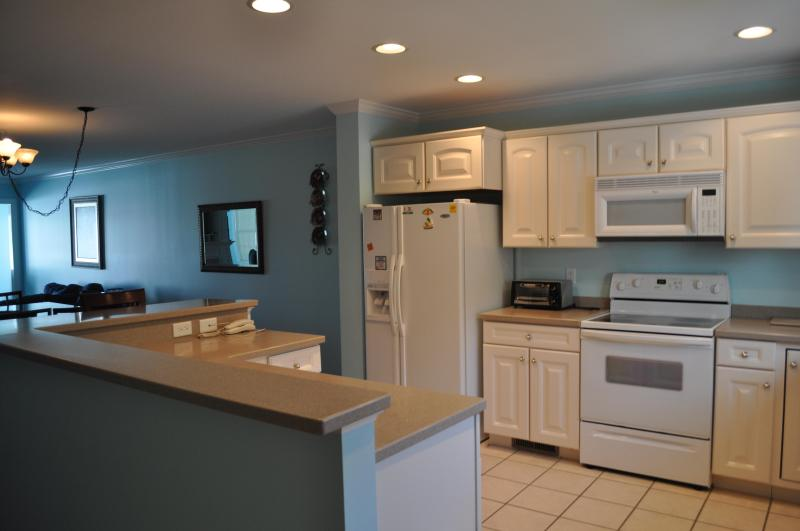 Kitchen and Entry Way - Labor Day weekend still available - Ocean City - rentals