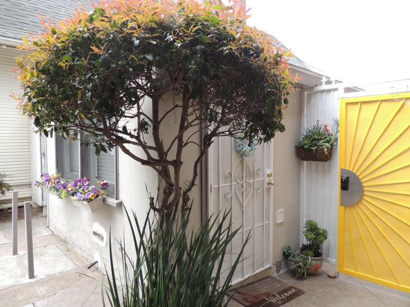Front of unit - One bed room Cottage, Close to Town & Convent Cnt. - Pacific Beach - rentals