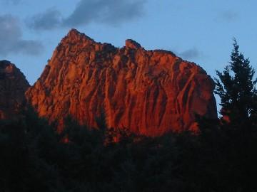 Magnificent sunset views of Wilson Mountain await your arrival - Sedona Guest House at Jordan Park - Sedona - rentals