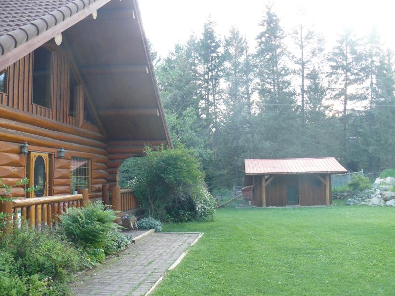 Main log house looking toward the potters shed - Hitching Post Resort - Creekside - Kelowna - rentals