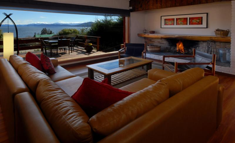 Living room with comfy new sofa, open fireplace and great views of Lake Nahuel Huapi and Patagonian skies. - Casa Llao Llao - San Carlos de Bariloche - rentals