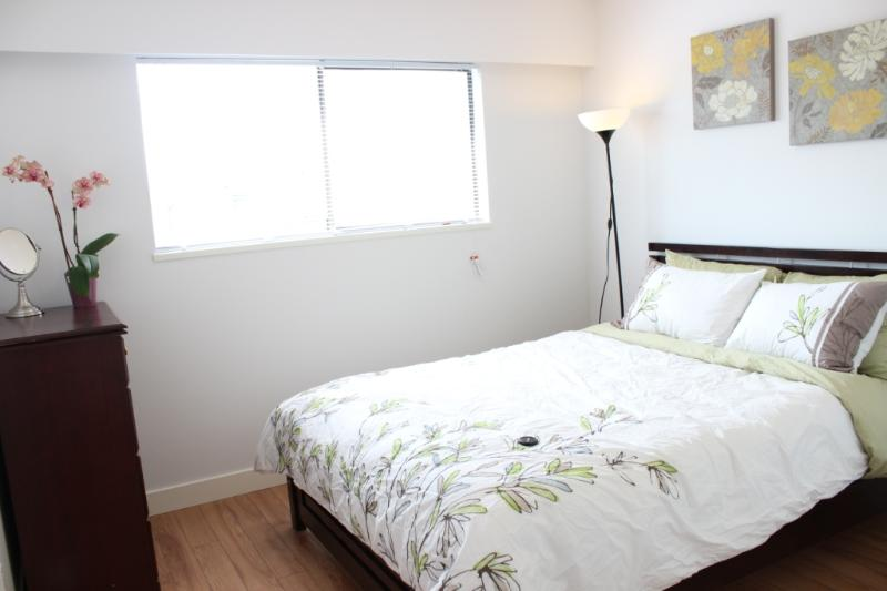 Great, cozy private queen bedroom in central area - Image 1 - Vancouver - rentals