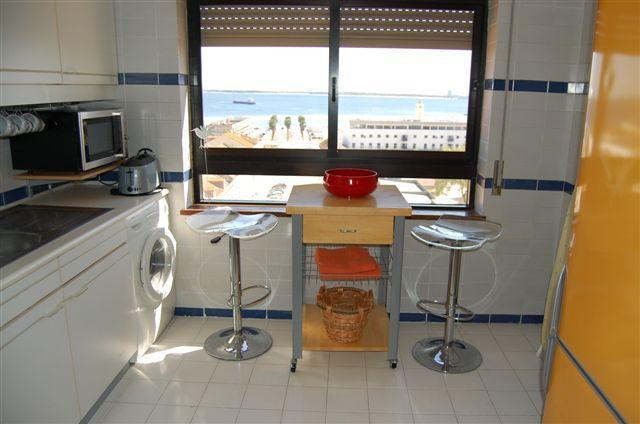 Great equipped kitchen with sea view - Nice apartment in Setúbal with sea view - Setubal - rentals