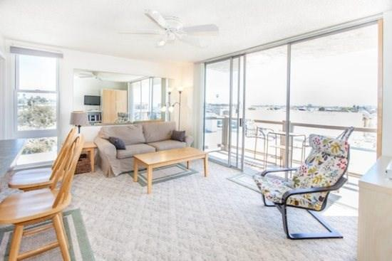 Living Room and Access to Balcony  - Redondo Delight - Mission Beach Relaxing 1BR. Open June 27 - July 3. Make an offer! - Mission Beach - rentals