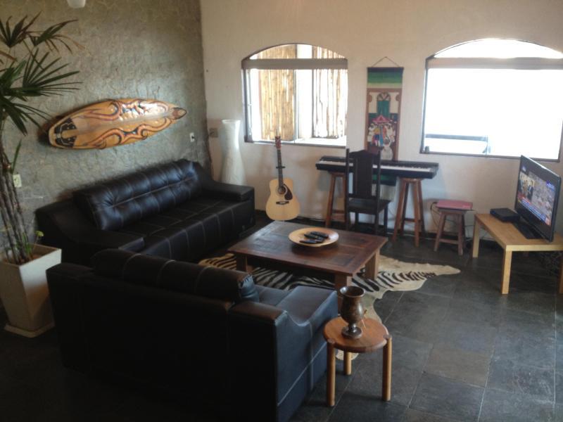 Common Room w/ Hi-Def TV, Instruments, Xbox 360 - Pousada Santa Monica- Beachfront Guesthouse - Saquarema - rentals