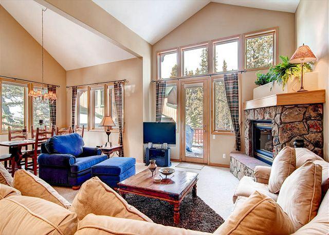 White Wolf Living Area Breckenridge Lodging - White Wolf 962 Luxury Townhome Hot Tub Breckenridge Summit Mountain Rentals - Breckenridge - rentals