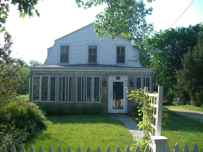 Lovely, renovated cottage, walk to Craigville beach - Lovely, spacious cottage--walk to Craigville beach - Centerville - rentals