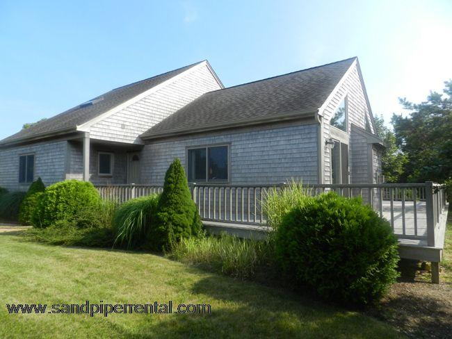 #514 Located in a quiet residential location in Katama - Image 1 - Edgartown - rentals