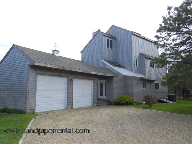 #670 3 deck levels, tastefully decorated and fully equipped - Image 1 - Edgartown - rentals