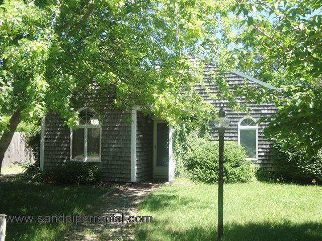 #2990 A cozy, sunny, Martha's Vineyard rental - Image 1 - Edgartown - rentals