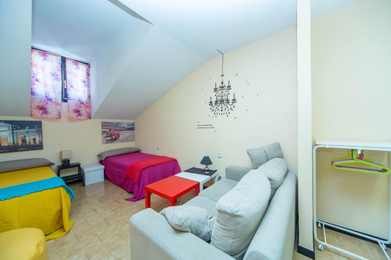 Very romantic room with a nice sloped ceiling, twin beds and sofa. - Charming, heart of Madrid, LOW COST, 70m2, Parking - Madrid - rentals