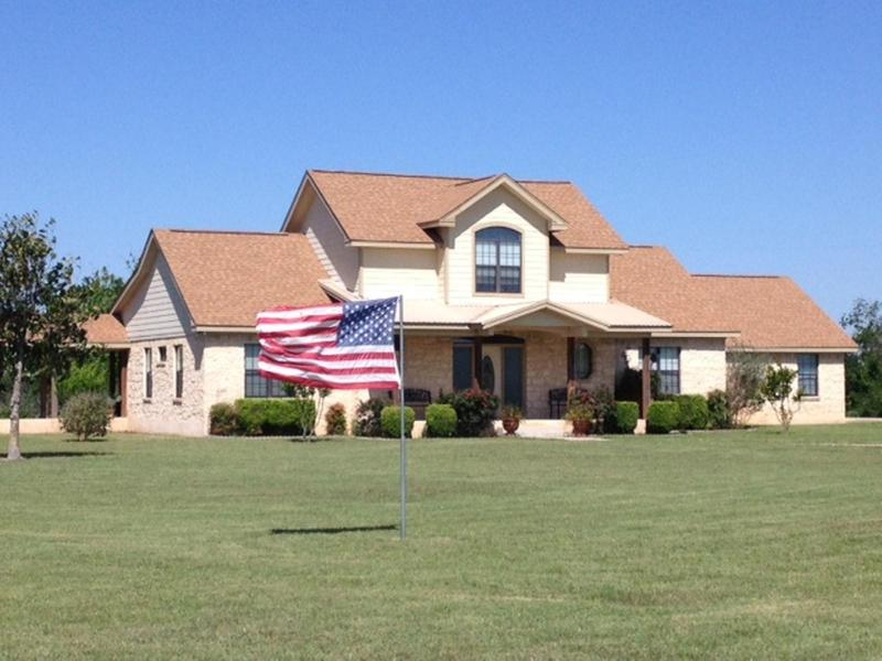 The front of H Heart! - All country, close to the city! Austin, F1, COTA - Kyle - rentals