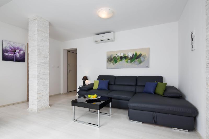Beautiful attic sea view apartment in Bol - Image 1 - Bol - rentals