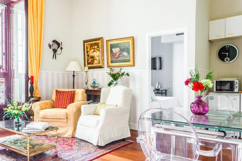 Apartamento de Lujo a pasos del Palacio Real - Image 1 - Madrid - rentals