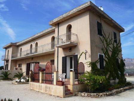 Apartment Scirocco in a beautiful hilltop villa - Image 1 - Sciacca - rentals