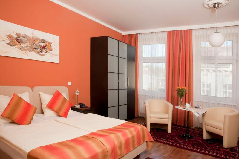 Living -/ Bedroom with variant double bed - Stylish  flat Ap8 - Vienna - rentals