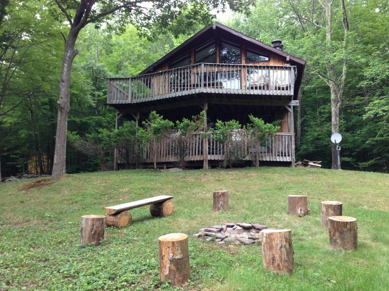 Charming Chalet, Fire Pit, The Perfect Getaway - Image 1 - Hunter - rentals