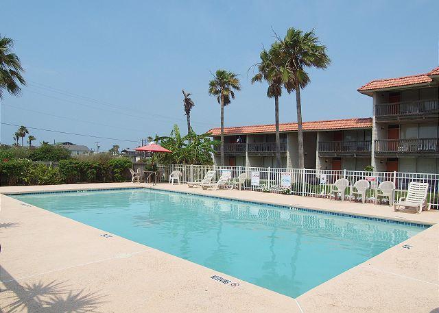 2 bedroom, 2 bath condo with community pool! - Image 1 - Port Aransas - rentals