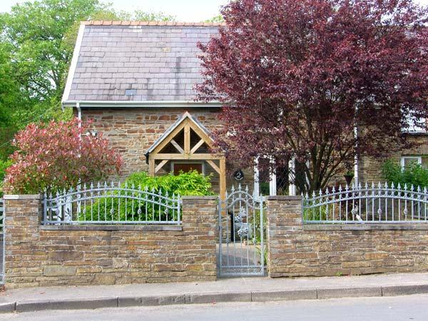 2 CADLE MILL COTTAGES, semi-detached, woodburner, off road parking, garden, in Swansea, Ref 906748 - Image 1 - Swansea - rentals