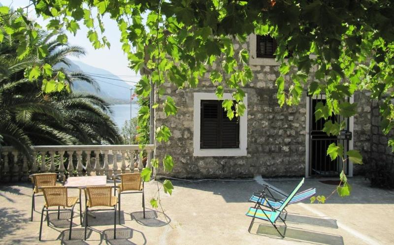 Entrance of the house - House for rent at Orahovac, 30 m from the beach - Kotor - rentals