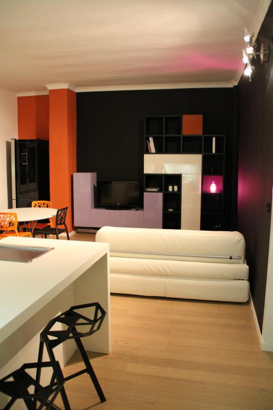 75 mq gorgeous, charming, bright, modern apartment, excellent central location - Image 1 - Naples - rentals