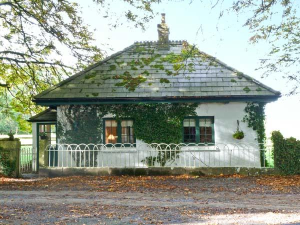 LISDONAGH GATEHOUSE, detached cottage, multi-fuel stove, gardens, in Caherlistrane, Ref 20732 - Image 1 - Caherlistrane - rentals