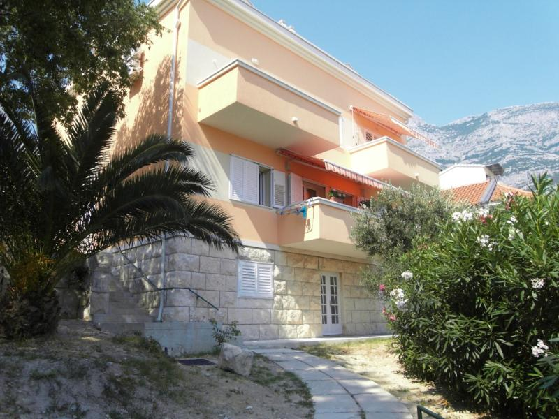 Luigi Apartment 2+3, 50 m from the sea - Image 1 - Makarska - rentals