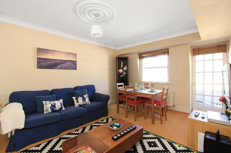 Beautiful living room with dining table - **HYDE PARK 2 Bed / 2 Bath with Balcony - London - rentals