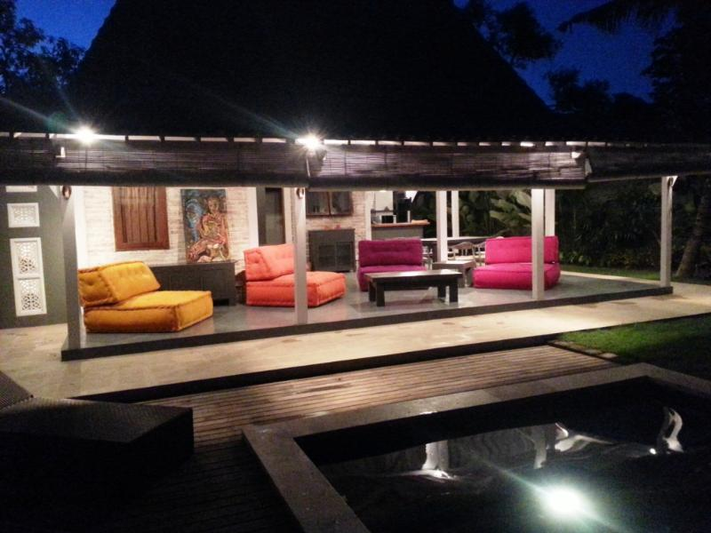 open colorfull living room with view on the swimming pool - VILLA CANGGU Limasan - Canggu - rentals