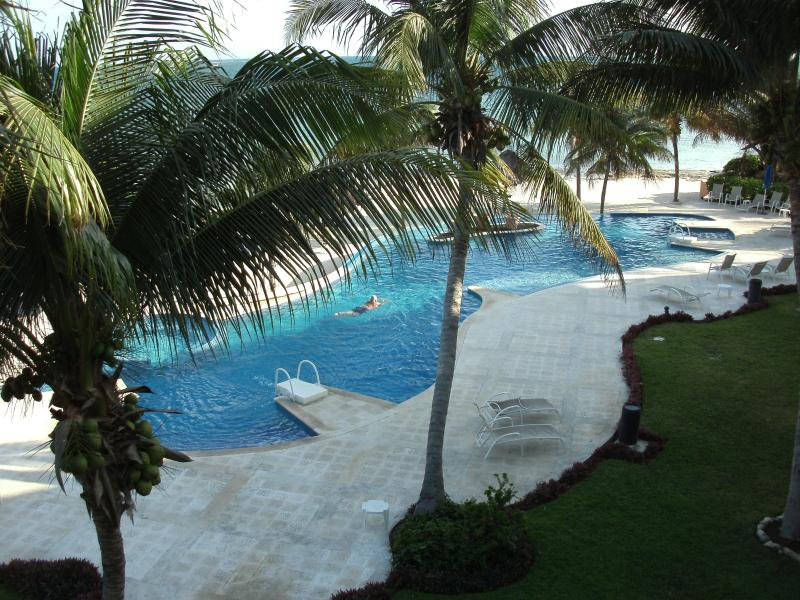 Infinity pool overlooking ocean - Beach Condo, 3 bd., family oriented. A real WOW! - Puerto Morelos - rentals