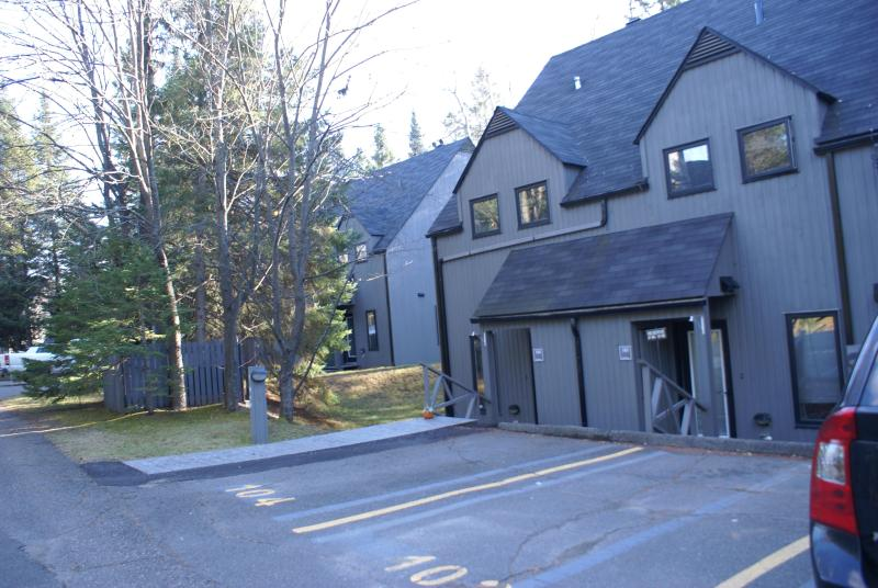outside entrance with parking - Condo 51/2,St-Sauveur, inside pool sauna and spa - Piedmont - rentals