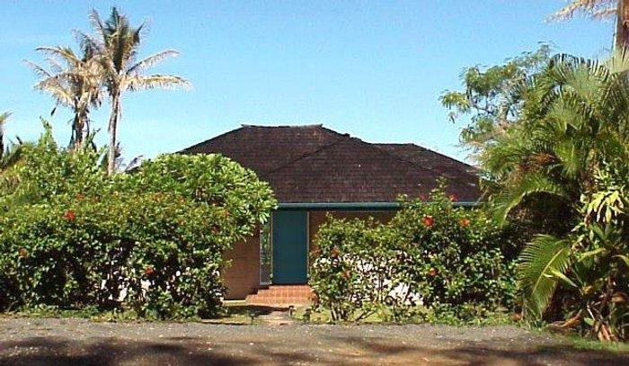 Walk through the Hibiscus hedge... your home away from home is waiting. - Honeymoon Cottage - Anahola - rentals