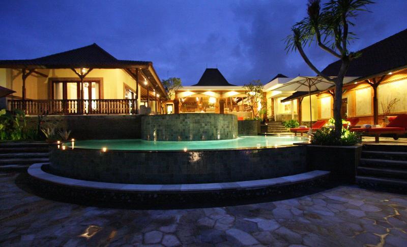 villa at night - Hermano's palace - Canggu - rentals