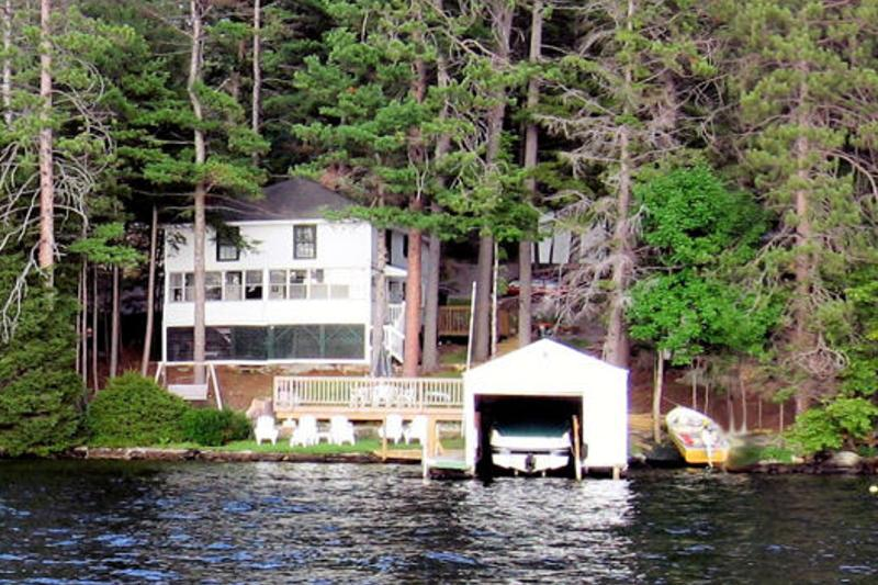 Directly on Paugus Bay - 4 Bedroom Waterfront Lakehouse , Dock and Swimming - Weirs Beach - rentals