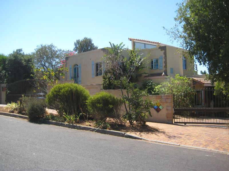 Aurora Guest Units, 10 Ferguson Street, Aurora, Durbanville, Cape Town - Aurora Guest Unit - Cape Town - rentals