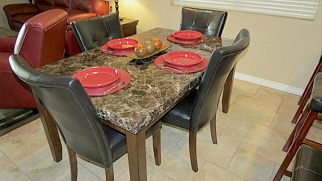 Dining Table - Totally Remodeled in 2013!  Massage Chair! - Branson - rentals
